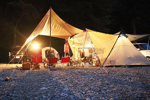 原不動滝キャンプ場のサイトの夜の写真