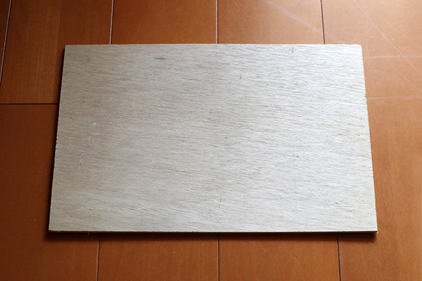 貼り付けるベニヤ板