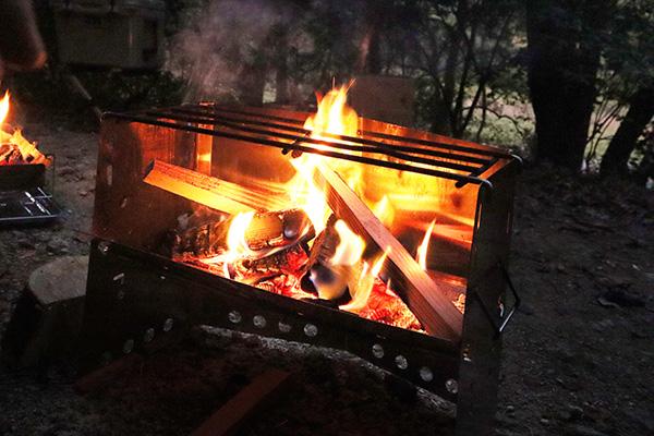 夕方の焚き火/薪グリル