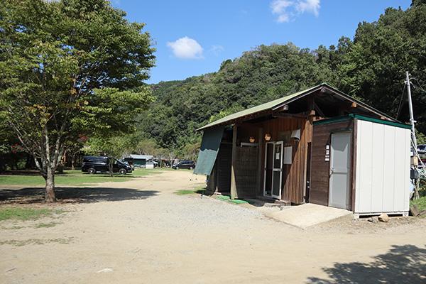 カルディアキャンプ場の第2キャンプ場のトイレ
