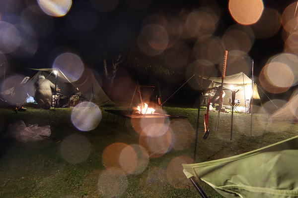 強くなって来たキャンプの夜の雨
