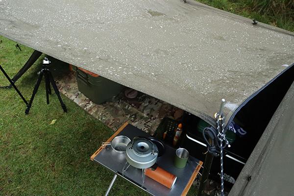 雨に濡れるソロベース