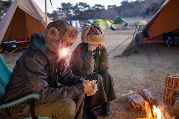 耳付き帽で夕方から焚き火
