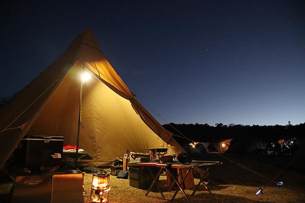 夜の星降る高原キャンプ場とTCティピシェルター