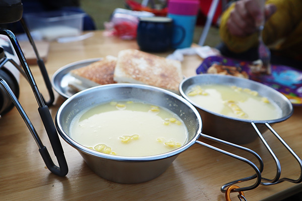 コーンスープとホットサンド
