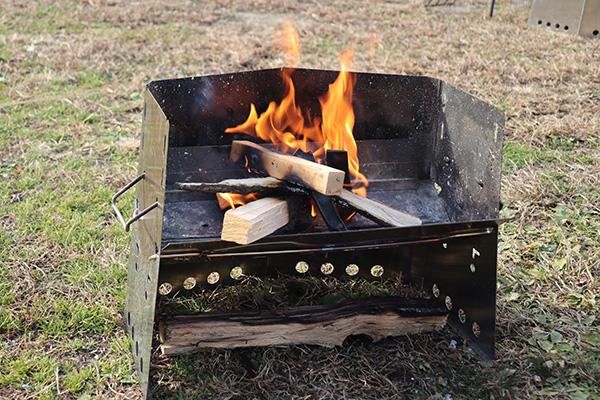 薪グリルで朝から焚火
