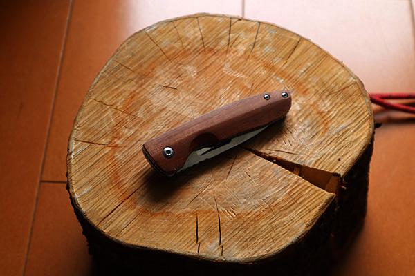 MossyOakおまけの折り畳みナイフ
