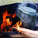 パキッと割ったら1合分!飯盒で水蒸気炊飯やってみた!