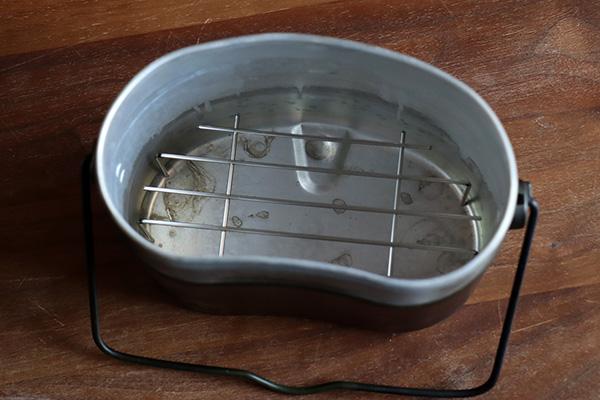 飯盒に蒸し器を入れたところ