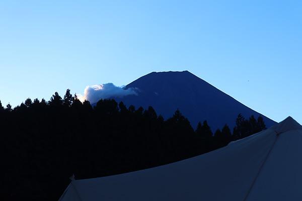 日の出前?の富士山
