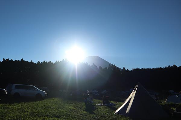富士山の左側から朝日