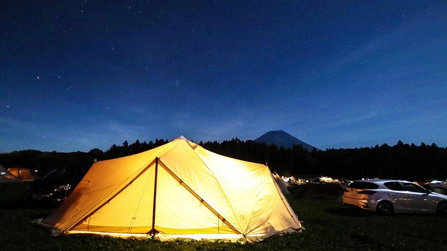 夜空に浮かび上がる富士山とスカイパイロットTC