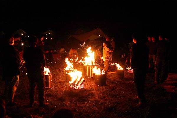 ユーコンを中心に焚き火