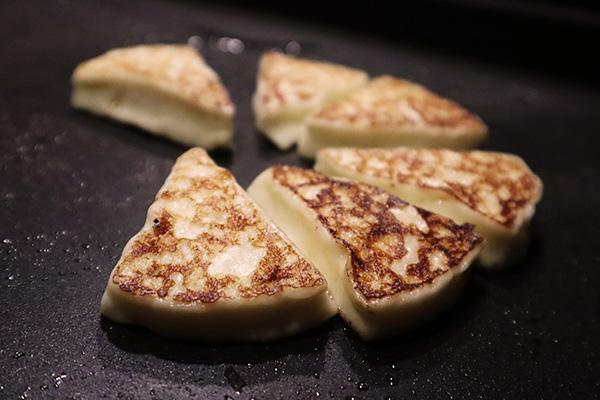 ハートランド朝霧のナチュラルチーズを焼く