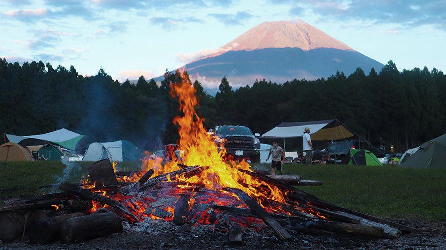 ハートランド朝霧の直火の焚き火と富士山